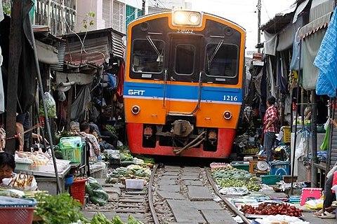 Tour du lịch mạo hiểm ở chợ trời của Thái Lan