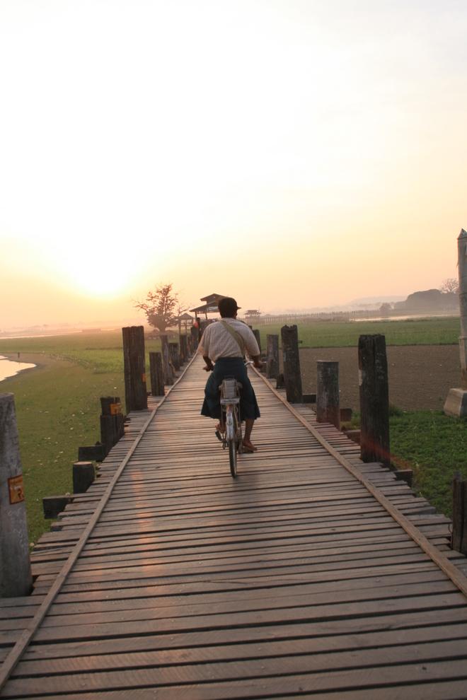 Ngắm hoàng hôn đẹp nhất thế giới tại cầu U Bein