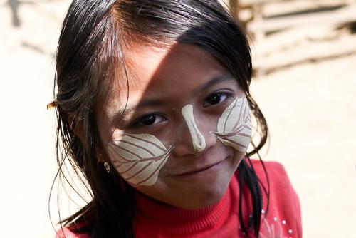Thanaka, kem chống nắng kiểu Myanmar