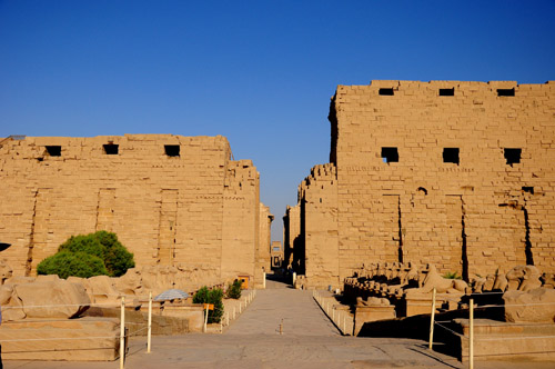 Karnak, đền thiêng giữa sa mạc nóng bỏng