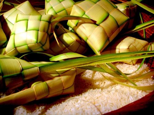 No bụng với bánh gạo Ketupat