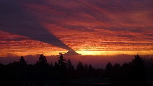 Hiện tượng in bóng kỳ lạ ở núi Rainier