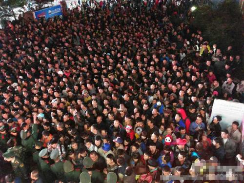 Hơn hai nghìn khách du lịch đòi trả vé ở Cửu Trại Câu