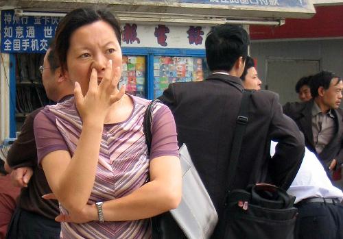 Khách du lịch Trung Quốc bị cấm ngoáy mũi nơi công cộng