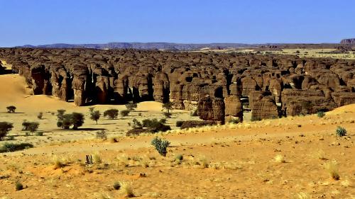 Những tảng đá bí ẩn giữa sa mạc Sahara
