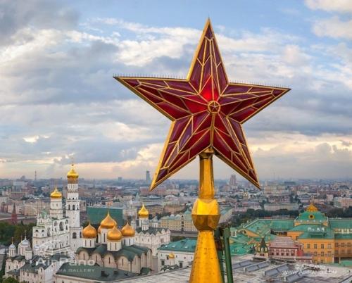 5 ngôi sao hồng ngọc trên tháp Kremlin