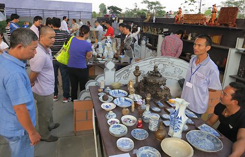 Phiên chợ đồ cũ, dấu xưa trong lòng Hà Nội