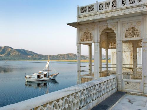 Tới Ấn Độ thăm cung điện nổi giữa lòng hồ Pichola