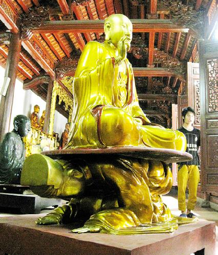 4 pho tượng độc đáo ở Hà Nội