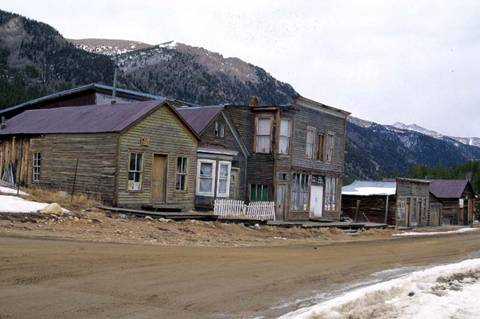 Những mỏ vàng biến thành thị trấn ma