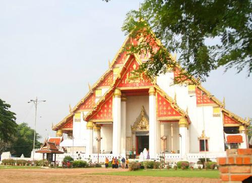 Thuở vàng son qua các dấu tích đền chùa