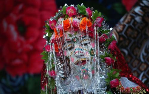 Tục hóa trang cô dâu kỳ lạ ở Bulgari
