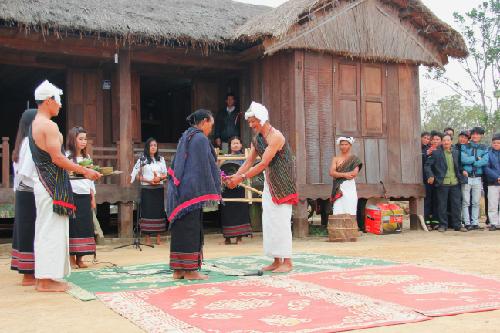 Lễ 'bắt chồng' của người Chu Ru tại Hà Nội