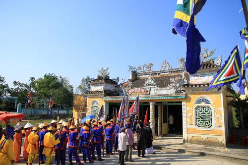 Ngôi làng 500 năm tuổi rước sắc phong vua ban cầu an