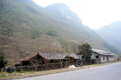 Nhà trình tường độc đáo của người Mông