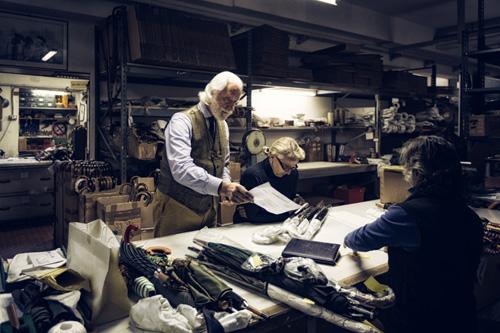 Cận cảnh xưởng sản xuất và những chiếc ô Maglia nổi tiếng