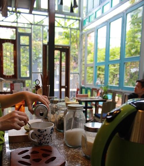 Những quán cà phê hẻm độc đáo ở Sài Gòn