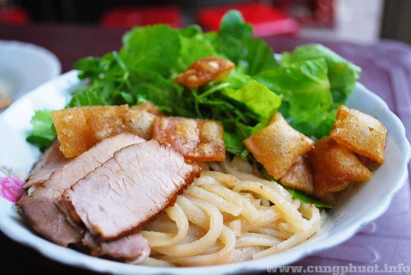Cao lầu, hồn ẩm thực phố cổ Hội An