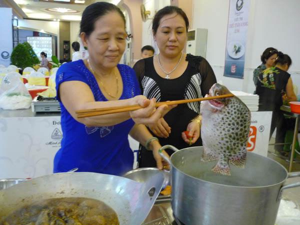 Hội Ẩm thực Kiên Giang: Cá chốt ôm trứng lội trước