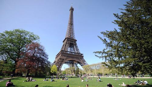 Người Pháp được yêu cầu thân thiện hơn với du khách