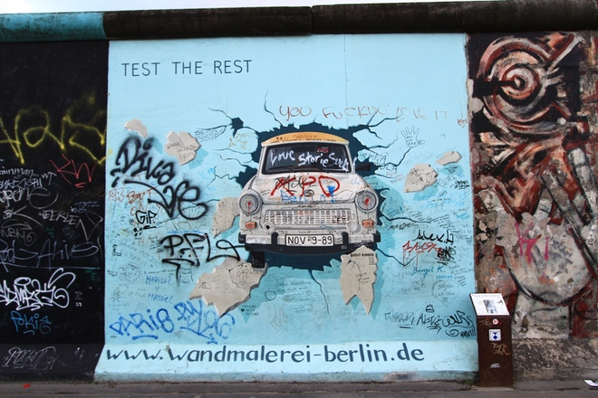 Những hình vẽ độc đáo trên bức tường Berlin