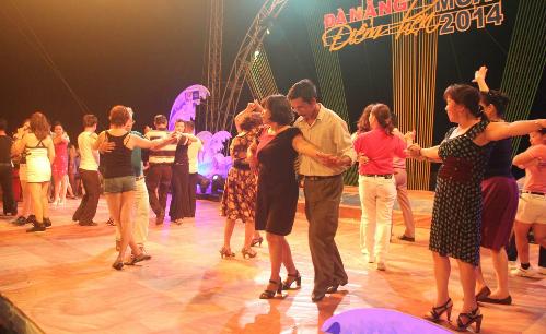 Những màn khiêu vũ khuấy đảo đường phố tại Điểm hẹn mùa hè - Đà Nẵng