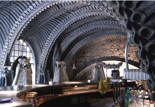 Quán bar trong bụng quái vật ở Thụy Sĩ