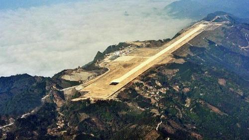 Trung Quốc xây sân bay trên đỉnh núi