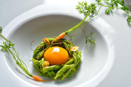 Món ăn được trang trí tuyệt đẹp dưới bàn tay tài hoa của Takazawa