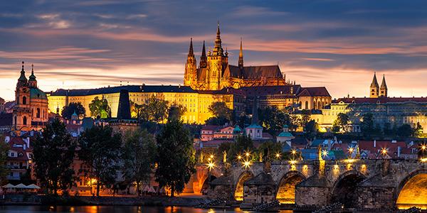 Trên những mái nhà cổ tích Praha