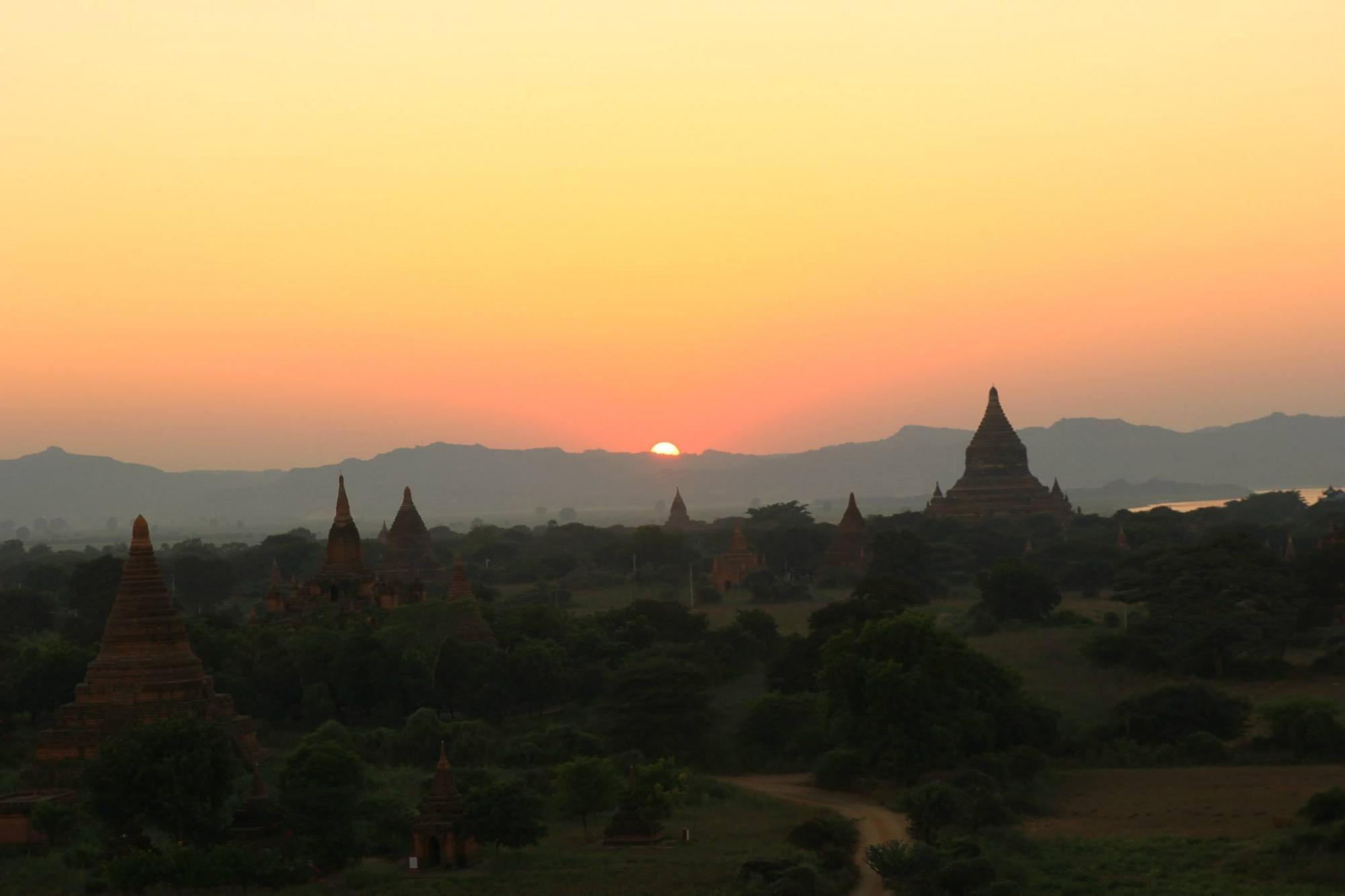 Bình minh trên miền đất Phật Bagan