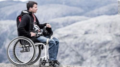 Anh chàng khuyết tật chinh phục bầu trời Dubai