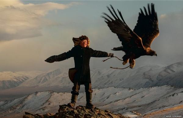 Xem người Mông Cổ huấn luyện đại bàng trên thảo nguyên