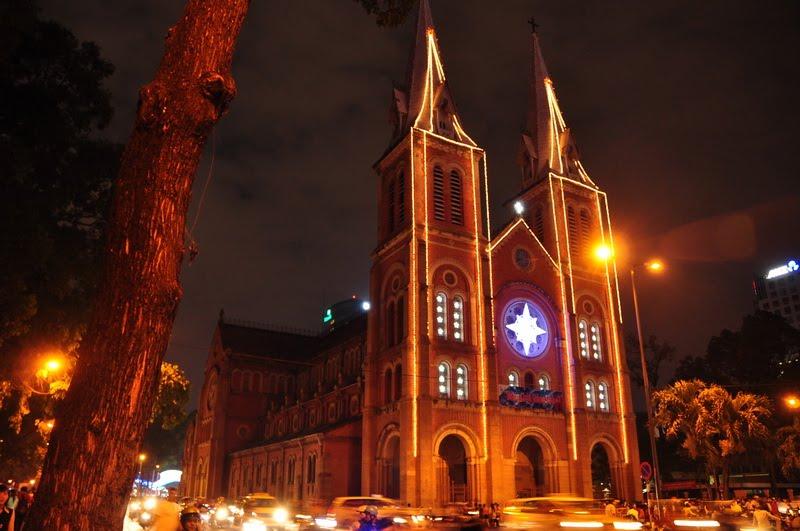 9 điểm đón Giáng sinh nổi tiếng ở Sài Gòn và Hà Nội