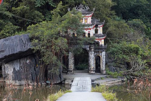 Nét yên bình nơi chùa cổ 'tinh khiết như ngọc'