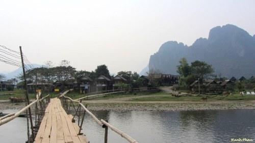 48 giờ vòng quanh Vang Vieng, Lào