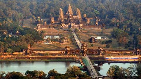 Du khách Pháp bị tù treo vì chụp ảnh khỏa thân ở đền Angkor