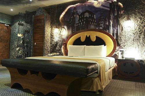 Khách sạn biến du khách thành người dơi