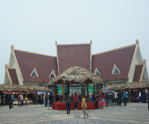 Người dân tộc đón Tết ở Hà Nội