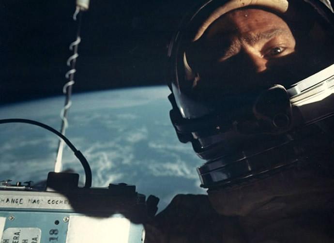 """Bán đấu giá ảnh """"Selfie"""" ngoài không gian đầu tiên trên thế giới"""
