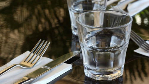 Nhà hàng ở California cắt giảm nước lọc