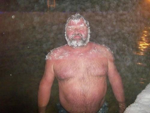 Tắm suối nước nóng thi tóc đóng băng