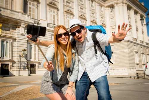 Thận trọng với gậy selfie khi du lịch Âu, Mỹ