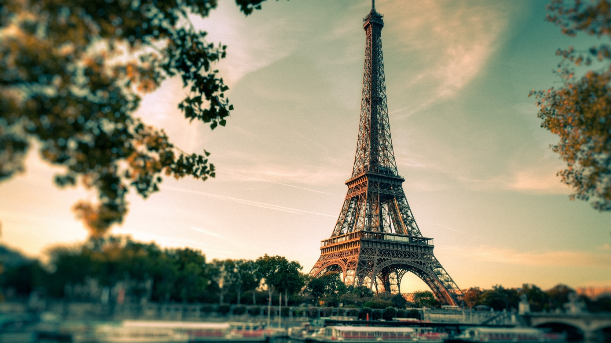 Hành trình khám phá từ Pháp qua Anh