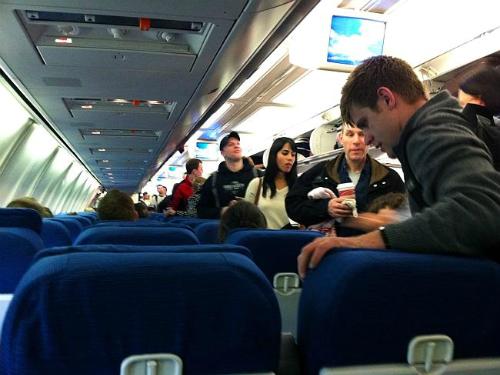 Lối đi hẹp là nguy cơ chết người cho khách trên máy bay