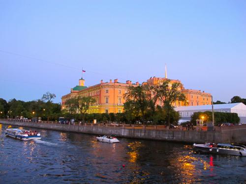 Tận hưởng đêm trắng ở St. Petersburg