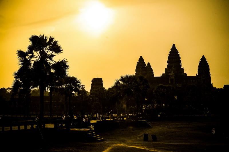 Chùm ảnh Angkor Wat kỳ bí trong ánh bình minh