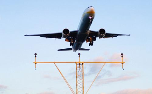 Cơ trưởng ốm khi đang bay, hành khách lái thay