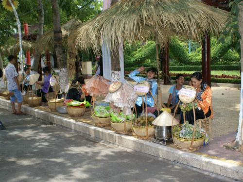 Liên hoan Ẩm thực Đất Phương Nam tái hiện góc chợ quê