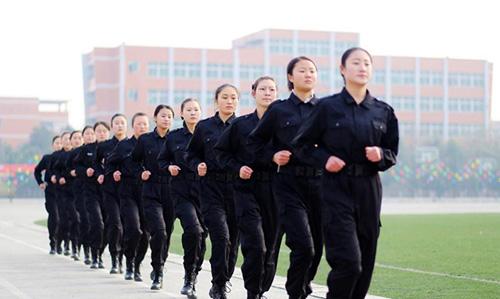 Quá trình khổ luyện của nữ tiếp viên hàng không Trung Quốc